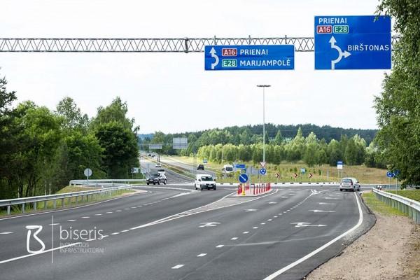 Horizontal markings on Birštonas transport roundabout
