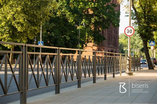 Apsauginės pėsčiųjų tvorelės (pedestrian fences)